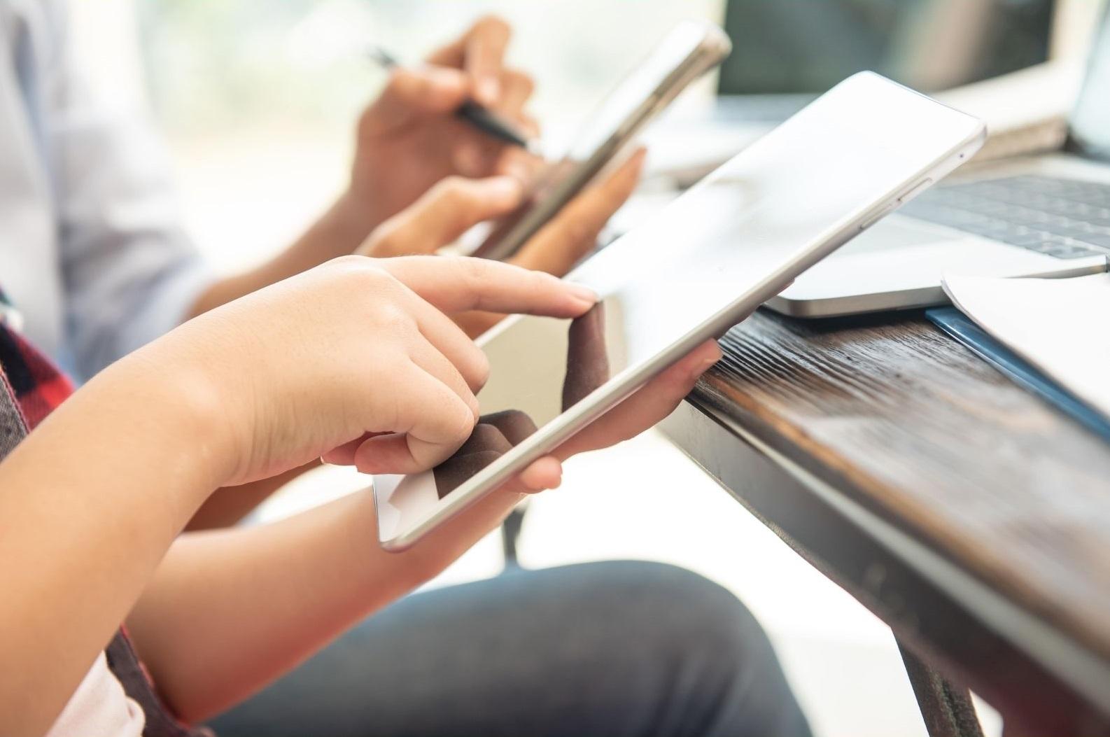 UNAF recomienda reforzar las competencias digitales en familia para un uso saludable de las tecnologías