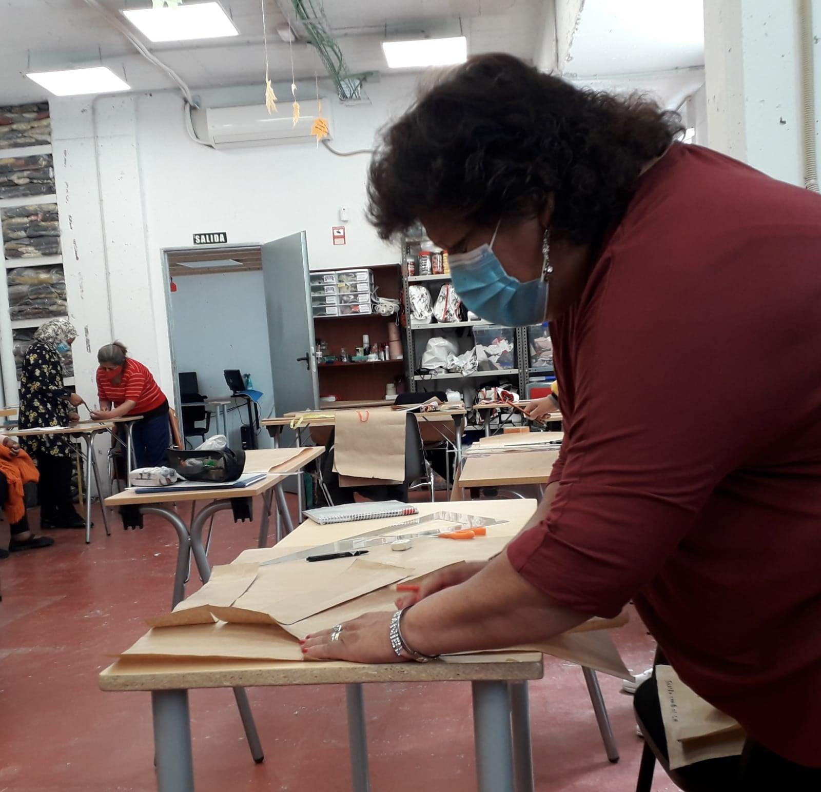 UNAF visita el espacio de Coworking textil de Famylias y su proyecto 'Modaconetica'